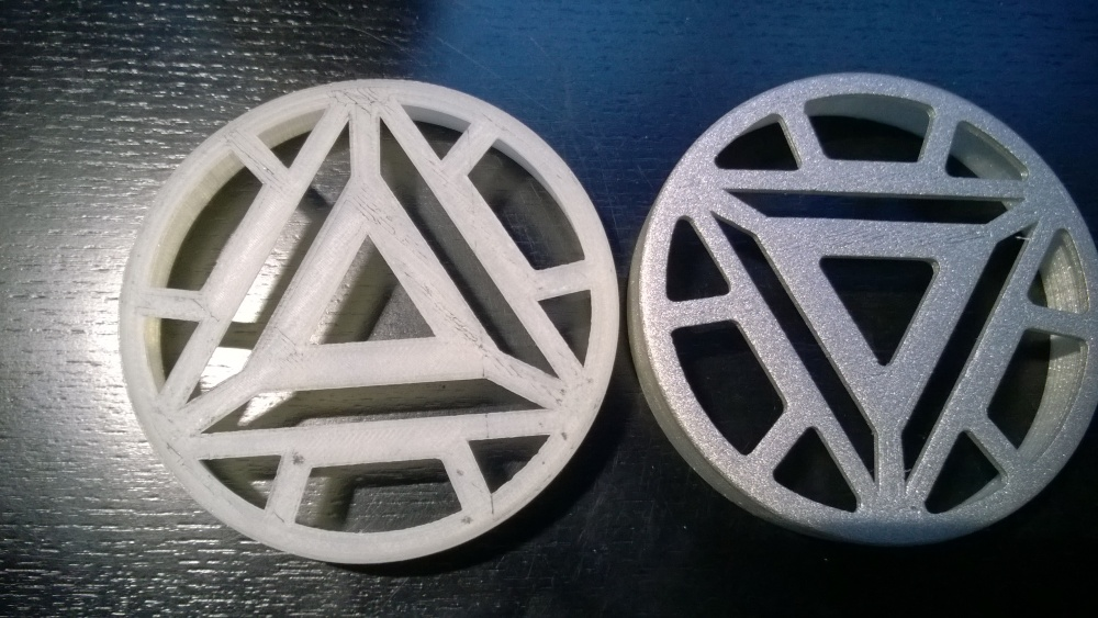 Final version on the left, version downloaded from thingiverse on the right